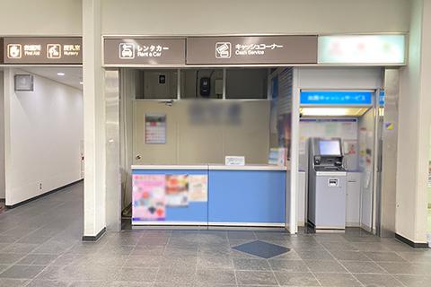 宮古空港の左手にあるレンタカー受付カウンター